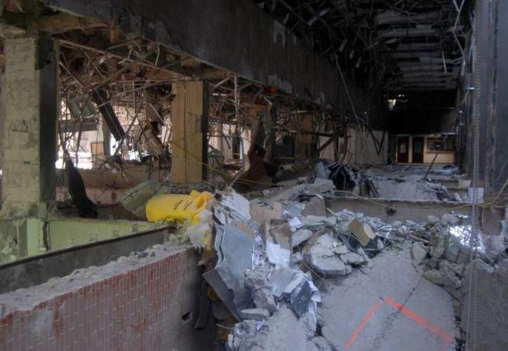 El accidente en la torre B2 de Pemex del DF dejó en un principio 14 muertos, pero después fallecieron otras 21 personas a consecuencia de heridas. (Notimex)