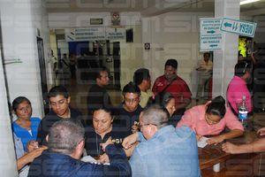 Golpean y detienen a maestros en Cancún