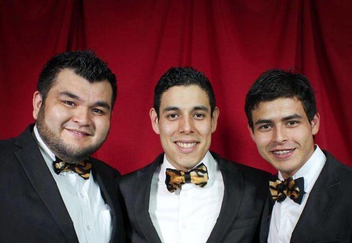 En las buenas y en las malas, los Tres Tristes Tigres dispuestos a cantarle a la selección de México. (Agencias)