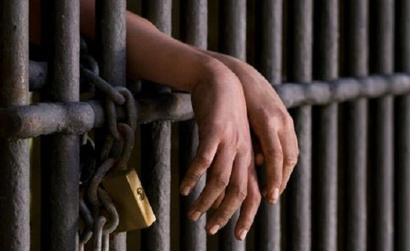 Los detenidos también tendrán que pagar de la reparación del daño. (Foto de contexto)