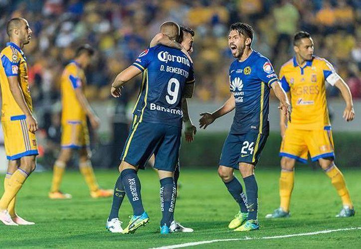 Darío Benedetto le dio ventaja a las Águilas al minuto 49. (Mexsport)