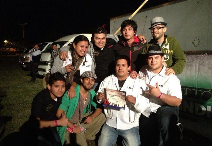 Skuadrón 16 recibió una diploma de participación, en el que tuvieron 62.56 puntos en el Rockampeonato Telcel 2012 en Mérida Yucatán. (Jorge Carrillo/SIPSE)