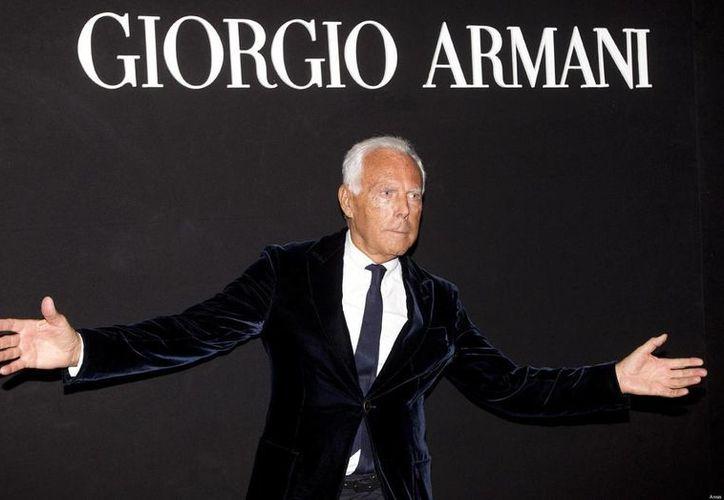 El diseñador Giorgio Armani considera que los gays no deben darse a notar en exceso, y además dijo que no le gustan los hombres musculosos ni las mujeres con cirugía. (thethreef.com)