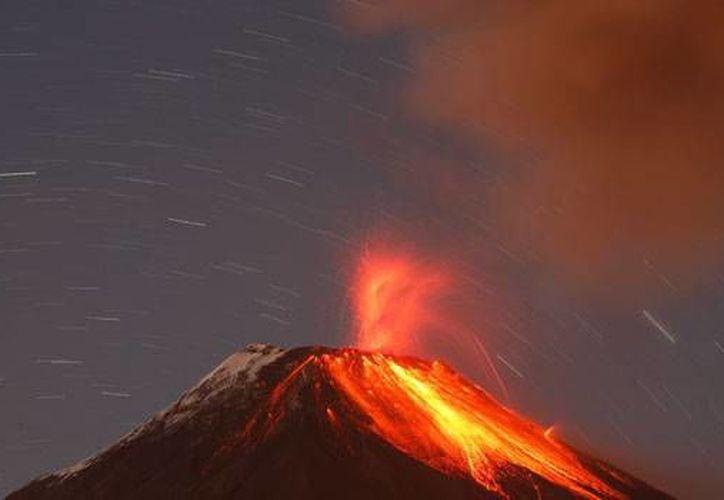 El volcán Tungurahua, en Ecuador, aumentó su actividad, registrando nuevas explosiones y expulsión de ceniza. (Archivo/Agencias)