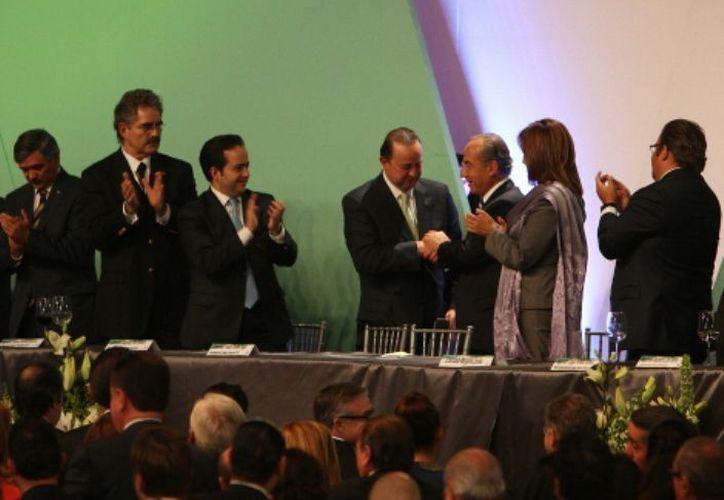 Calderón Hinojosa se despidió de los miembros de la CIRT, durante la última comida como titular del Ejecutivo federal y concesionarios. (Héctor Téllez/MILENIO)