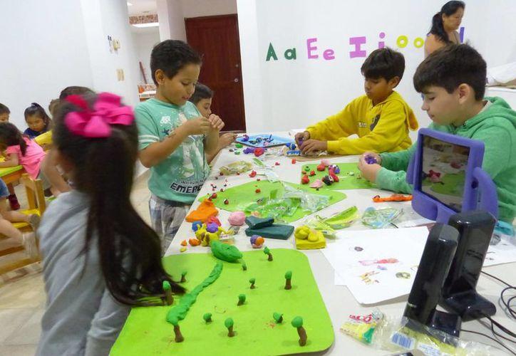 Los alumnos recrearán los personajes modelándolos en plastilina. (Faride Cetina/SIPSE)
