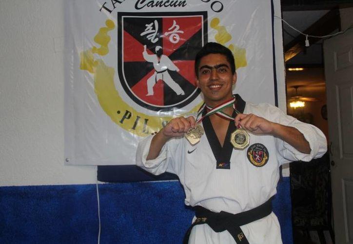 Sinuhe Peniche logró la medalla de oro en tae kwon do profesional. (Redacción/SIPSE)