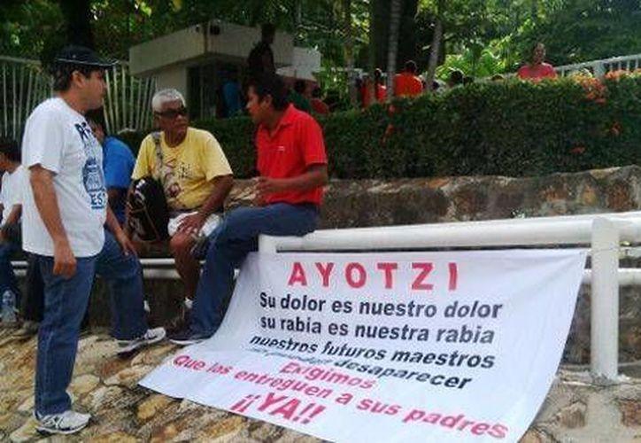 El edificio del Ayuntamiento de Acapulco y el Palacio de Justicia del Estado fueron tomados por estudiantes y maestros. (Milenio)