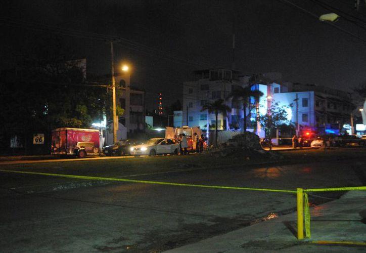 Una persona fue asesinada dentro de un taxi cuando circulaba por la avenida Palenque de Cancún. (Eric Galindo/SIPSE)