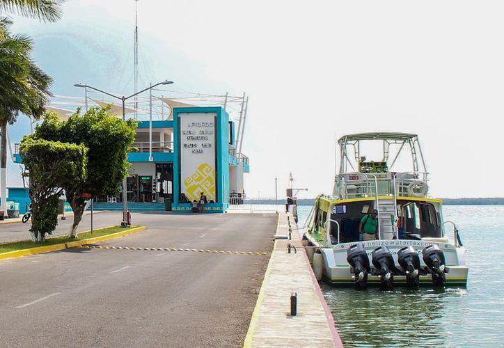 """""""Water Jets International"""" y """"San Pedro Belize Express Water Taxi"""" ofrecen el servicio marítimo con un viaje de aproximadamente una hora y media. (Daniel Tejada/SIPSE)"""