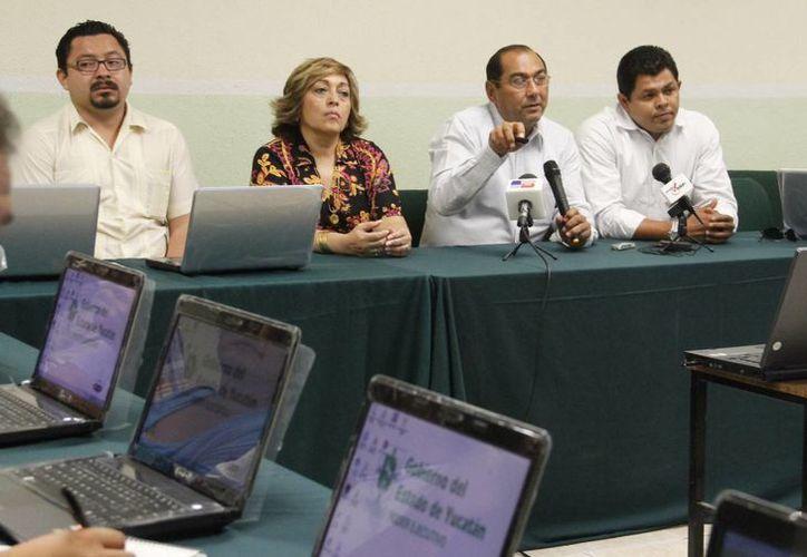 Godoy Montañez (segundo de la derecha) destacó los alcances de Bienestar Digital. (José Acosta/SIPSE)