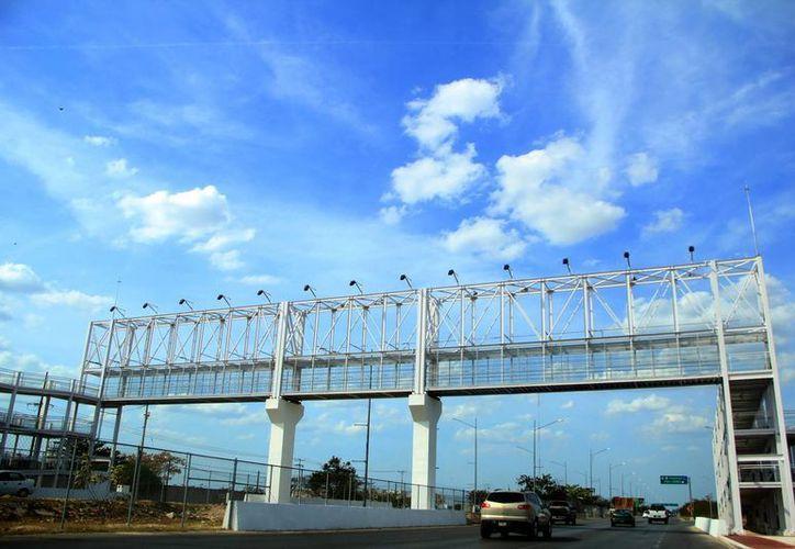 Los dos puentes que están por concluir serían los últimos por edificarse sobre el Periférico. (José Acosta/SIPSE)