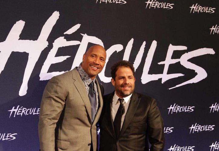 El actor Dwayne Johnson, 'La Roca' (i), visitó la Ciudad de México para promocionar la cinta 'Hércules'. (Notimex)