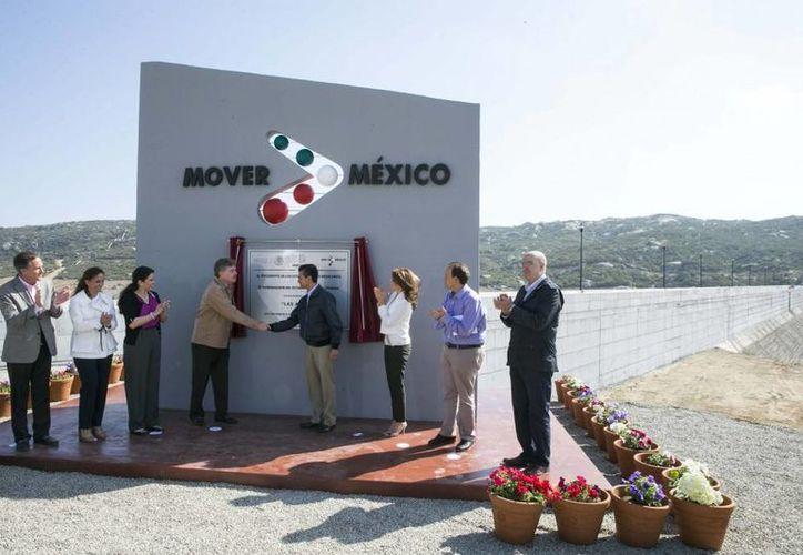 Peña Nieto inauguró la presa Las Auras, en Tecate, Baja California. (Presidencia)