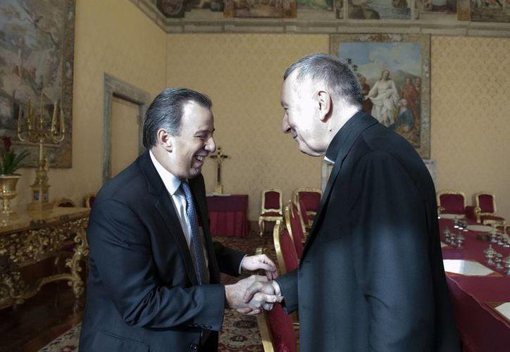 José Meade Kuribreña reiteró a su par, el canciller italiano Paolo Gentiloni, la invitación para que el Papa Francisco visite México. (Notimex)