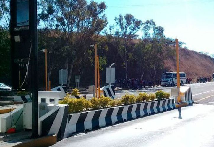 Normalistas secuestraron autobuses del transporte público en Oaxaca. (Quadratín)