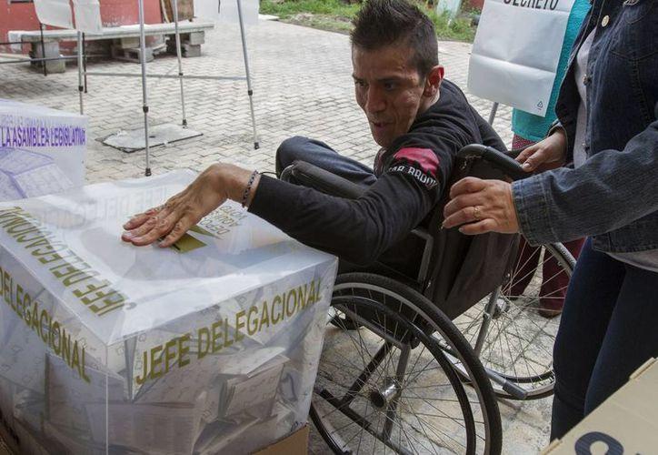 El Instituto Electoral del Distrito Federal (IEDF), instaló casillas para personas con alguna discapacidad con el objetivo de que puedan ejercer su derecho al voto. (Notimex)