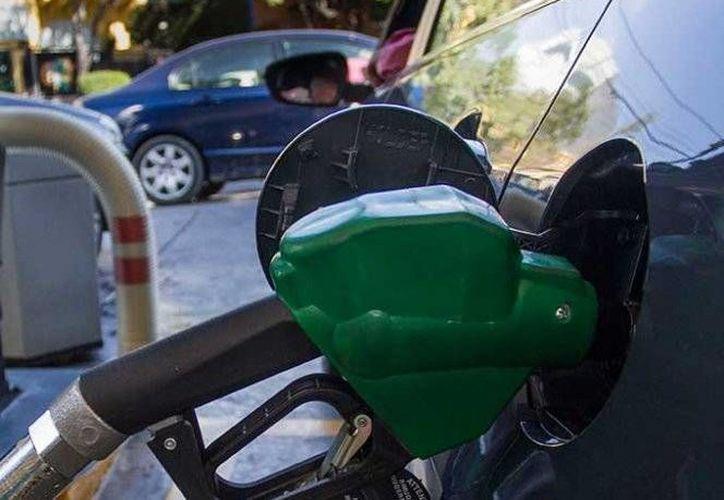 El tipo de cambio y el precio del petróleo permitieron no ajustar costos en cuanto a combustibles en México, al menos de aquí al 18 de febrero. (Foto tomada de excelsior.com)