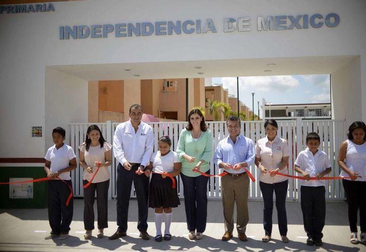 Un kínder y una primaria fueron inauguradas en Villas del Sol por autoridades estatales y municipales esta semana. (Cortesía)