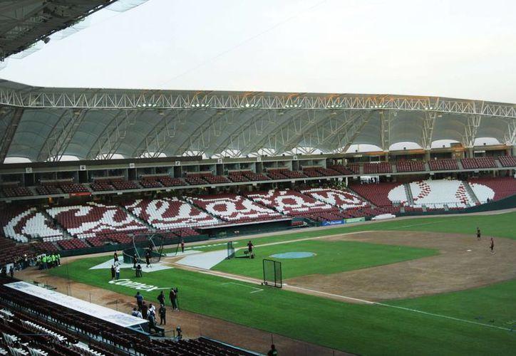 El estadio tiene capacidad para 20 mil espectadores, además cuenta con techos con estructura tubular y 900  cajones de estacionamiento.(Notimex)