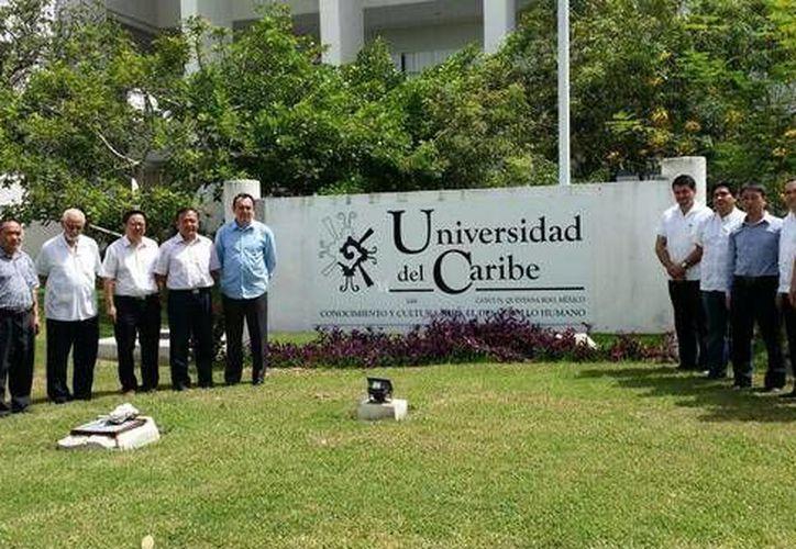 La delegación china recorrió las instalaciones de la Universidad del Caribe. (Sergio Orozco/SIPSE)