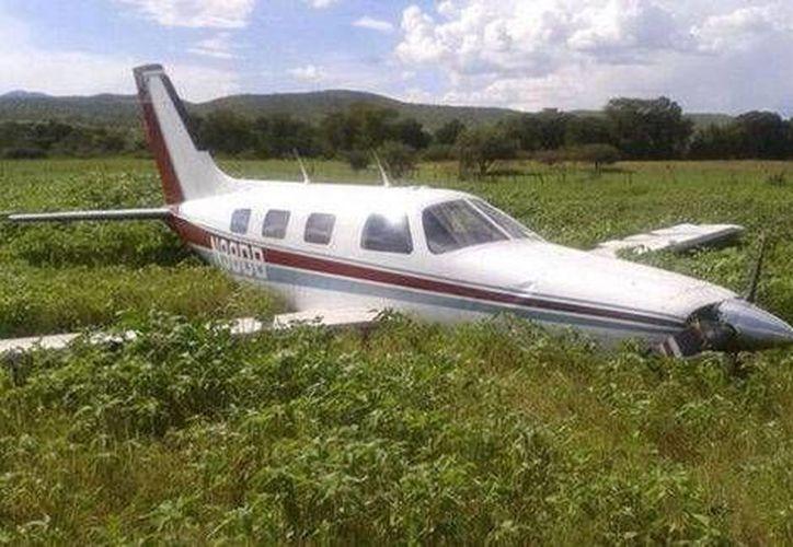 El piloto de la avioneta accidentada en Durango sufrió algunas lesiones que no ponen en riesgo su vida. (Foto: Twitter)