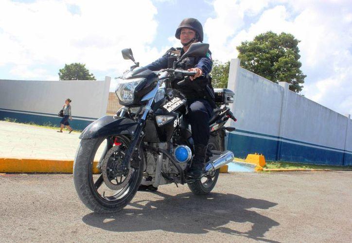 María Candelaria Hernández Villa es un elemento adscrito a la Dirección de Seguridad Pública de Solidaridad desde hace seis años. (Daniel Pacheco/SIPSE)