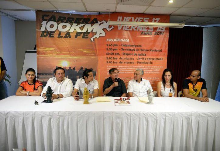En rueda de prensa se dieron a conocer detalles de la carrera. (Luis Pérez/SIPSE)