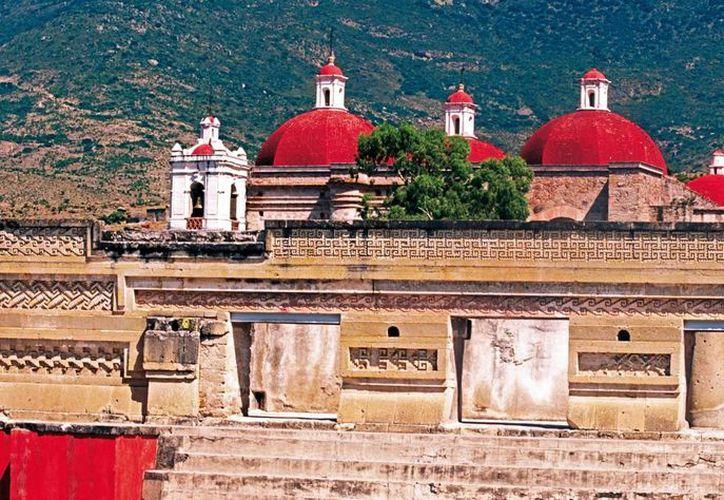 San Pablo Mitla fue incluido este año por la Secretaría de Turismo (Sectur) en el programa <i>Pueblos Mágicos</i>. Mitla, cuyo nombre en náhuatl significa <i>lugar de los muertos</i>, ofrece una diversa oferta gastronómica, en especial el mole en sus diferentes variantes. (Notimex)