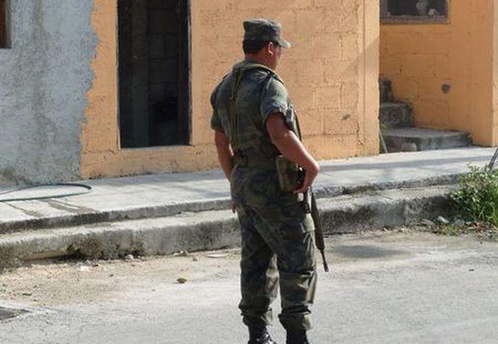 El comandante de la Guarnición Militar, Ricardo Flores González, calificó de aislados los casos de soldados involucrados en faltas fuera del cuartel.  (Irving Canul/SIPSE)