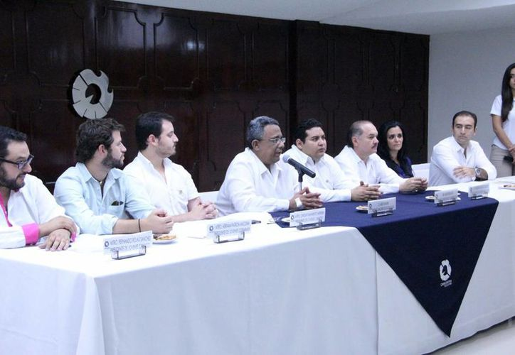 Dirigentes empresariales manifestaron su respaldo a los jóvenes hombres de negocios. (José Acosta/SIPSE)