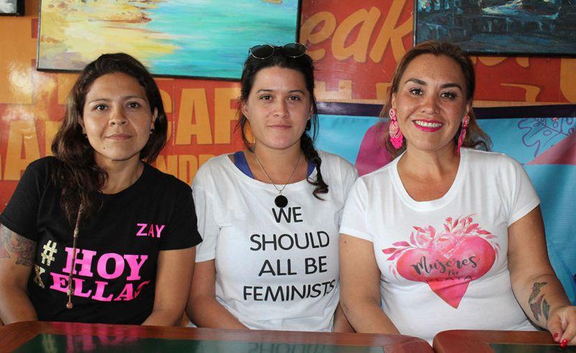 Sayira Gutierrez (de negro), dijo que la cifra oficial sobre mujeres violentadas es engaosa. (Foto: Adrián Barreto)