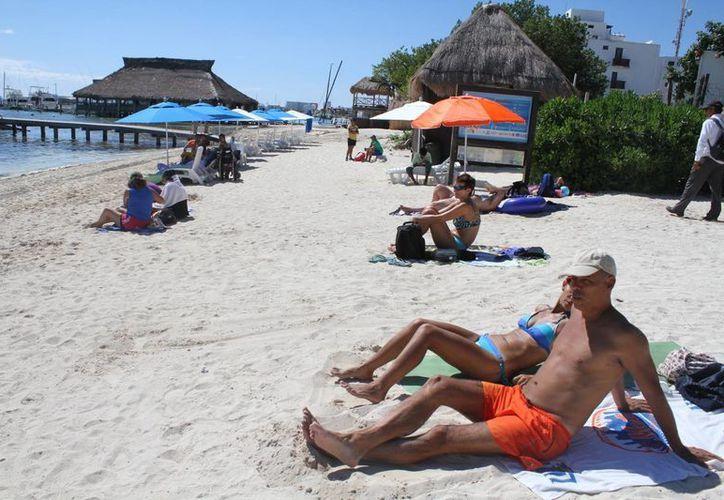 Playa Las Perlas defendió y aumentó de nivel en la certificación 'Bandera Blanca'. (Archivo/SIPSE)