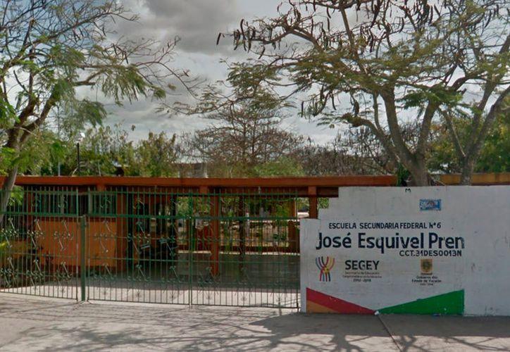 Estudiantes de una escuela secundaria intentaron violar a uno de sus compañeros. No es el primer caso de bullying en la escuela, pero ni las autoridades del plantel ni de la Secretaría de Educación han puesto orden. (Captura de pantalla/Google Street View)