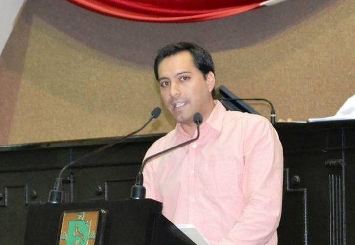 El diputado Mauricio Vila Dosal durante su intervención en la glosa del Primer Informe de Gobierno de Rolando Zapata Bello. (Cortesía)