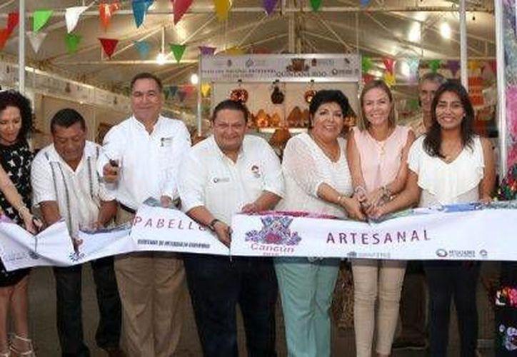 Los productores locales se presentan en el Pabellón Nacional Artesanal Cancún 2016. (Redacción/SIPSE)