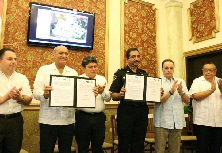 Firma de un acuerdo entre la SSP y la  Cámara Mexicana de Hoteles de Yucatán (Camhy). (José Acosta/Milenio Novedades)