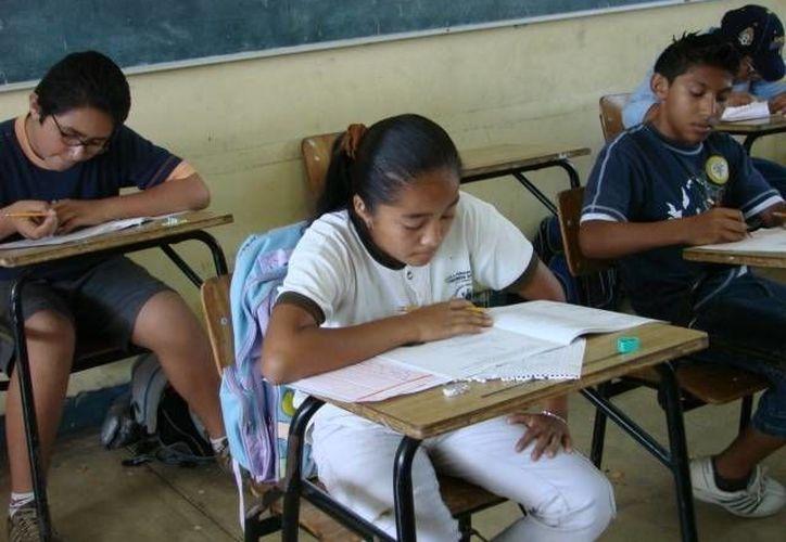 El ombudsman pide se denuncien los abusos por cuotas voluntarias en escuelas públicas. (Manuel Salazar/SIPSE)