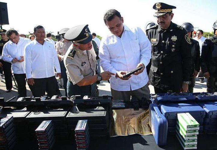 El nuevo modelo de radios de comunicación cuenta con GPS y permite un monitoreo en tiempo real de la unidad o del policía. (SIPSE)