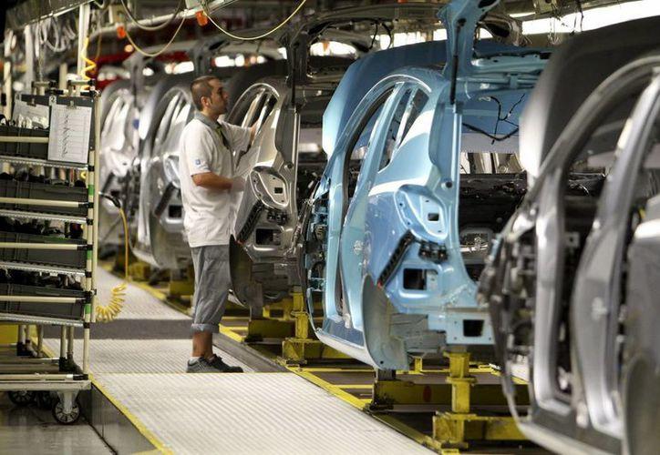 Hasta ahora, GM había reconocido la muerte de 13 personas en Norteamérica en relación con el defecto que afecta a millones de vehículos. (EFE/Archivo)