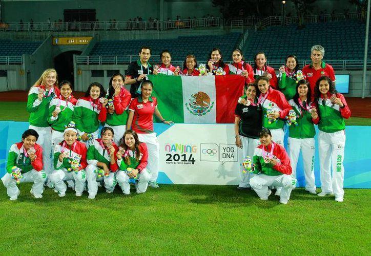 El Tri femenil sub-15 logró hacerse con la medalla de bronce al vencer a Eslovaquia en Nanjing 2014. (nanjing2014.org)