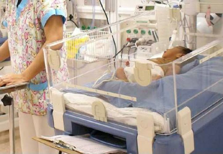 Padres denunciaron que, en algunos casos, el personal médico dictamino como 'natural' la muerte de los bebés. (Internet)