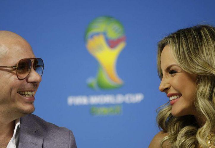Pitbull y Claudia Leite interpretarán con Jennifer Lopez el himno del Mundial de Brasil. (Foto: AP)