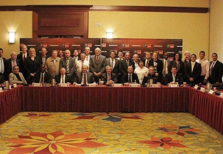 Consejo Directivo de FIBA durante una conferencia de prensa. (Raúl Caballero/SIPSE)