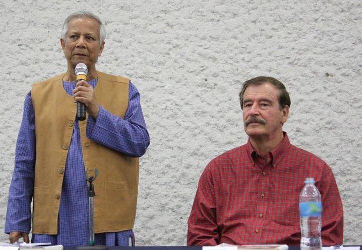 Muhammad Yunus y el exmandatario durante la conferencia en el Centro Fox. (Facebook/Centro Fox)