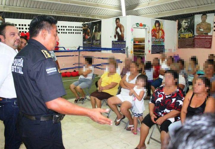 Un representante de la policía estatal se reunió con los colonos quienes se dijeron hartos de la impunidad de la que gozan los delincuentes de la zona. (Cortesía)