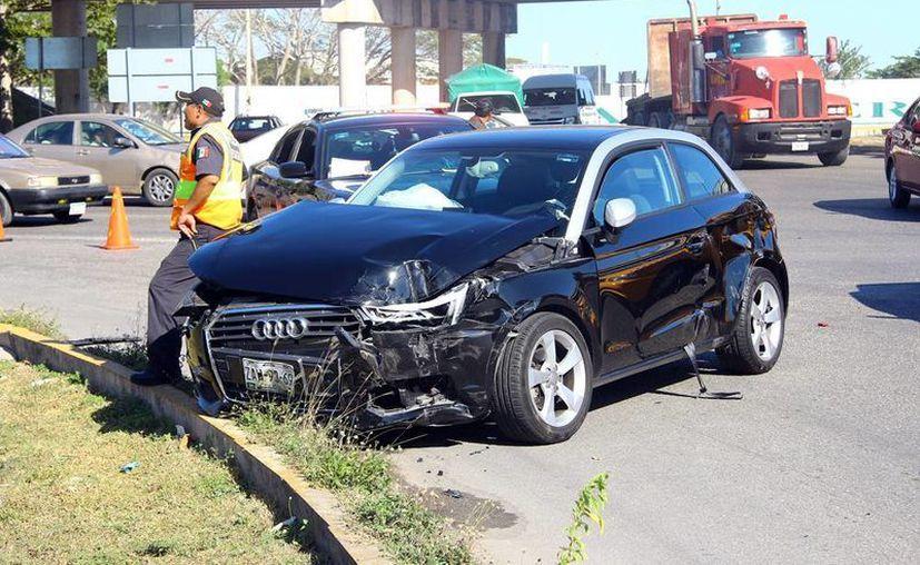 Al parecer el conductor del Audi no respetó una señal de 'Ceda el paso'. (SIPSE)