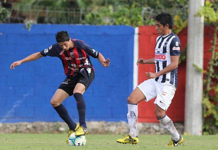 Los juveniles azulgranas sacaron el orgullo y aprovecharon las facilidades que les dio el rival. (Ángel Mazariego/SIPSE)