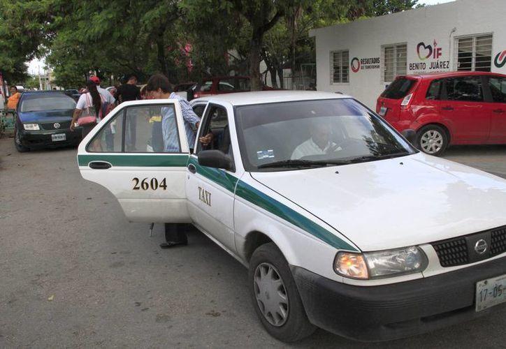 """Antes que concluya el año podrían detener más taxis """"piratas"""". (Tomás Álvarez/SIPSE)"""