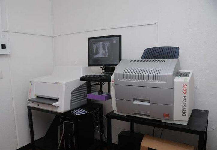 La utilización primordial del equipo es para la realización de cirugía de padecimientos biliares. (Harold Alcocer/SIPSE)